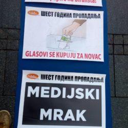 AUTONOMIJA: Održan protest SzS i ulična izložba ispred zgrade RTV-a u Novom Sadu