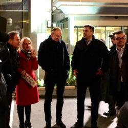 """НСПМ: Упркос забрани, Савез за Србију организовао изложбу """"Шест година пропадања"""" испред зграде РТС; Ђилас: Организоваћемо акцију """"Стазама обмана и лажи Александра Вучића"""""""
