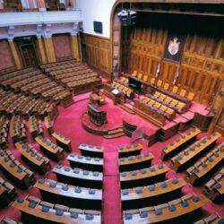 И после јучерашње фарсе парламент остаје без опозиције