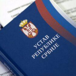 Не може 250 нелегално изабраних физичких лица да мења Устав