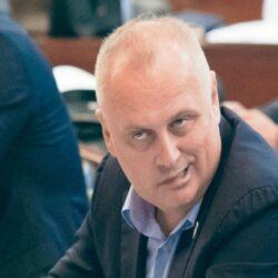 Хитно сменити  Горана Весића и Кризни штаб